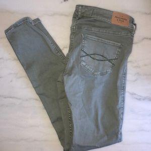 ABERCROMBIE || olive skinny jeans
